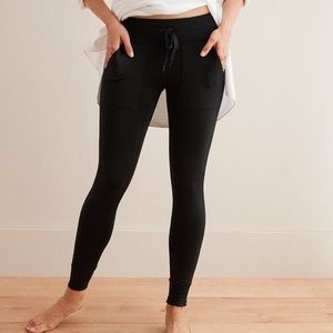 ⭐️NEW⭐️Aerie Play Pocket and Cuff Legging